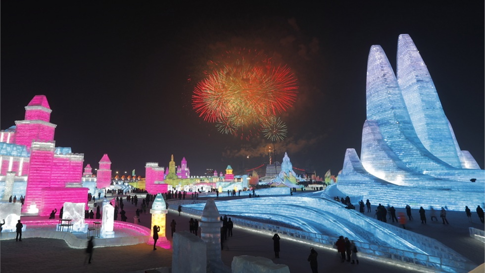 Απίστευτα γλυπτά πάγου στο φετινό φεστιβάλ της Χαρμπίν στην Κίνα