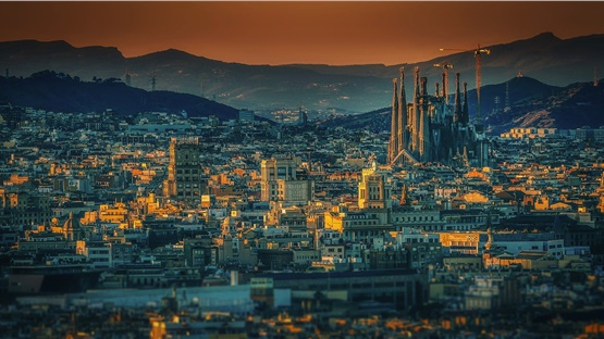Ρεκόρ τουριστικών αφίξεων στην Ισπανία για 7η συνεχή χρονιά