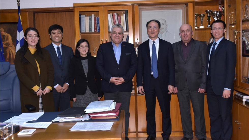 Με αντιπροσωπεία από το Υπουργείο Παιδείας της Κίνας συναντήθηκε ο Πρύτανης του ΑΠΘ