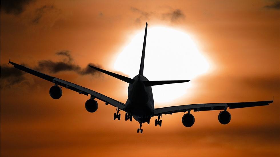 Βίντεο: Αεροπλάνα «παλεύουν» να προσγειωθούν ενάντια στην καταιγίδα...