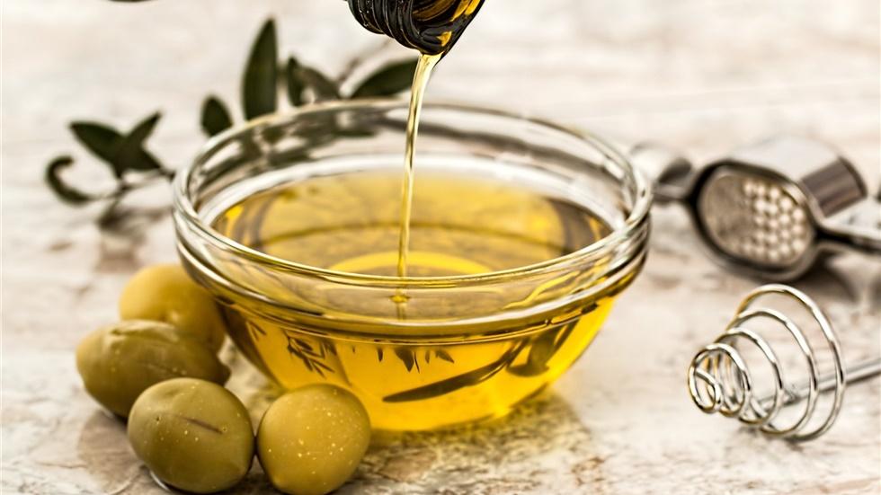 Εξαιρούνται εκ νέου τα προϊόντα ελιάς, τυριά και κρασιά της Ελλάδας...