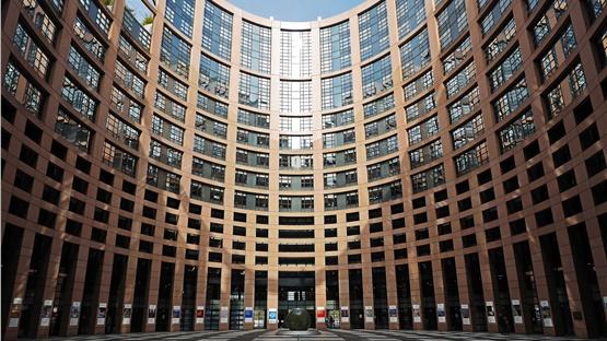 Το Ευρωπαϊκό Κοινοβούλιο κάλεσε τους υπαλλήλους του να παραμείνουν...