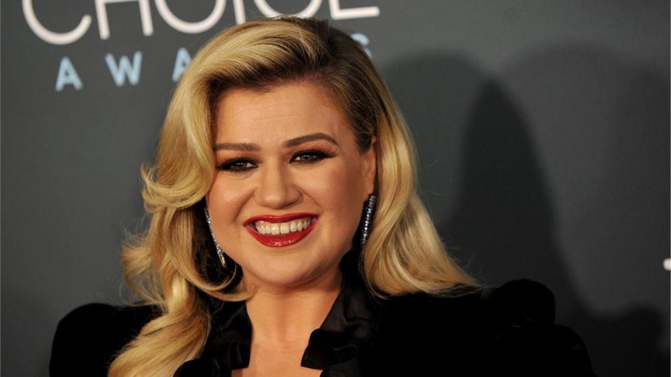 Η Κέλι Κλάρκσον για τρίτη χρονιά παρουσιάστρια των Billboard Music Awards