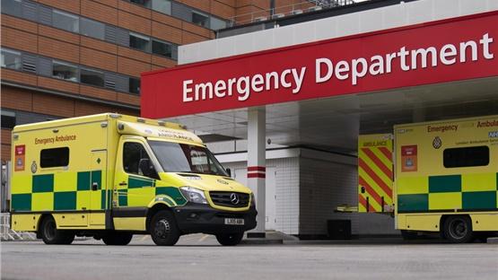 Ηνωμένο Βασίλειο: 563 θάνατοι μέσα σε ένα 24ωρο - Η μεγαλύτερη...