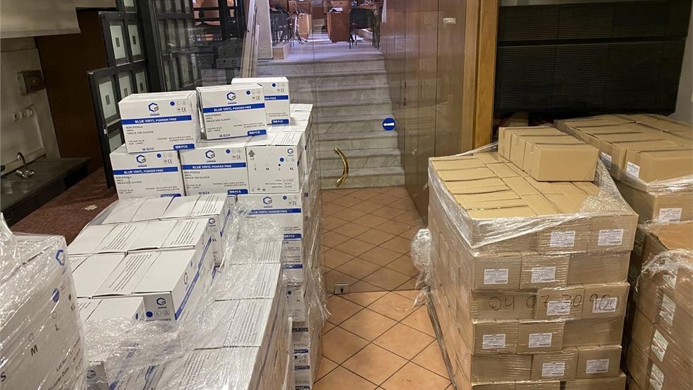 Είδη ατομικής προστασίας και υγιεινής σε ΕΛΑΣ, Πυροσβεστική και Λιμενικό παρέδωσε σήμερα η ΠΚΜ