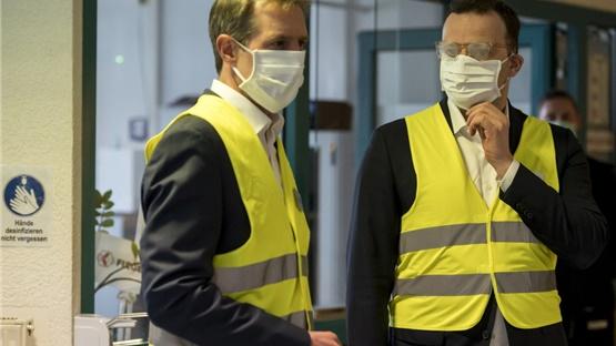 Οι μάσκες πλέον αξίζουν το βάρος τους σε χρυσάφι, σύμφωνα με...