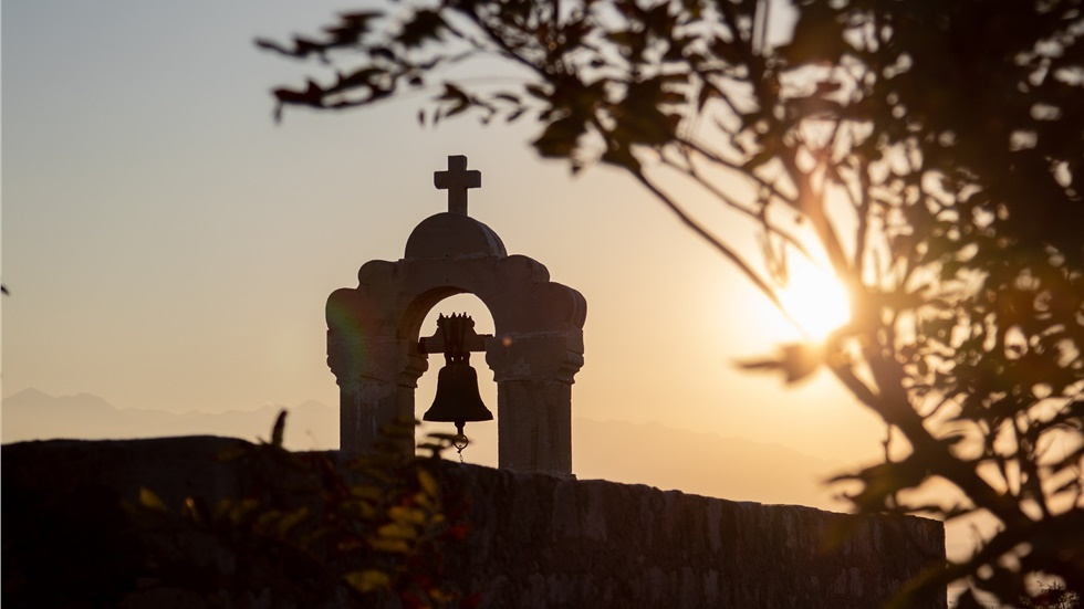 Προσποιούμενος τον προσκυνητή έκλεψε εκκλησία και έκρυψε τα κλοπιμαία σε δασική περιοχή της Χαλκιδικής