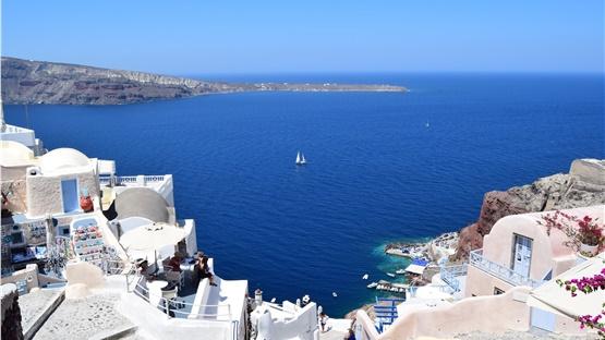 Αυτοί είναι οι όροι της υποδοχής ξένων επισκεπτών στην Ελλάδα...