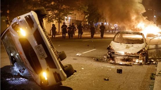 ΗΠΑ: Επεισόδια και δακρυγόνα μπροστά στον Λευκό Οίκο