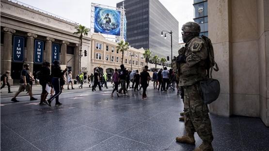 ΗΠΑ: Ο Τραμπ ανακοινώνει την ανάπτυξη «χιλιάδων βαριά οπλισμένων...