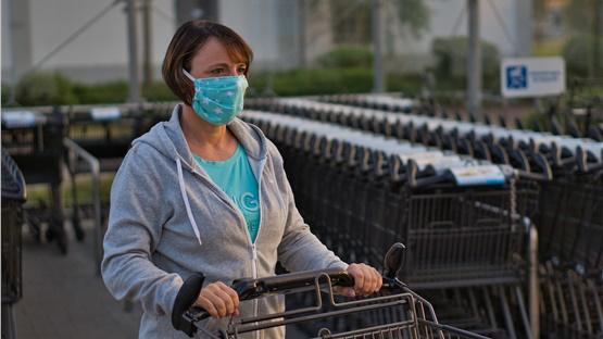 Τη χρήση μάσκας σε δημόσιους χώρους συνιστά ο Παγκόσμιος Οργανισμός...