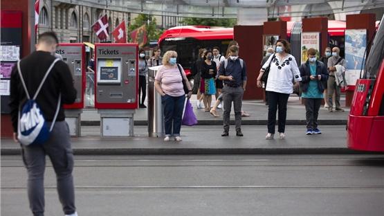 Ελβετία: Υποχρεωτική η χρήση μάσκας στα μέσα μαζικής μεταφοράς