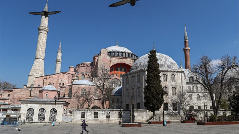 Τι γράφουν τα διεθνή ΜΜΕ για το διάταγμα Ερντογάν για την Αγία...