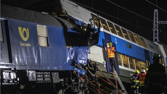 Τσεχία: Δεκάδες τραυματίες μετά από σύγκρουση τρένων