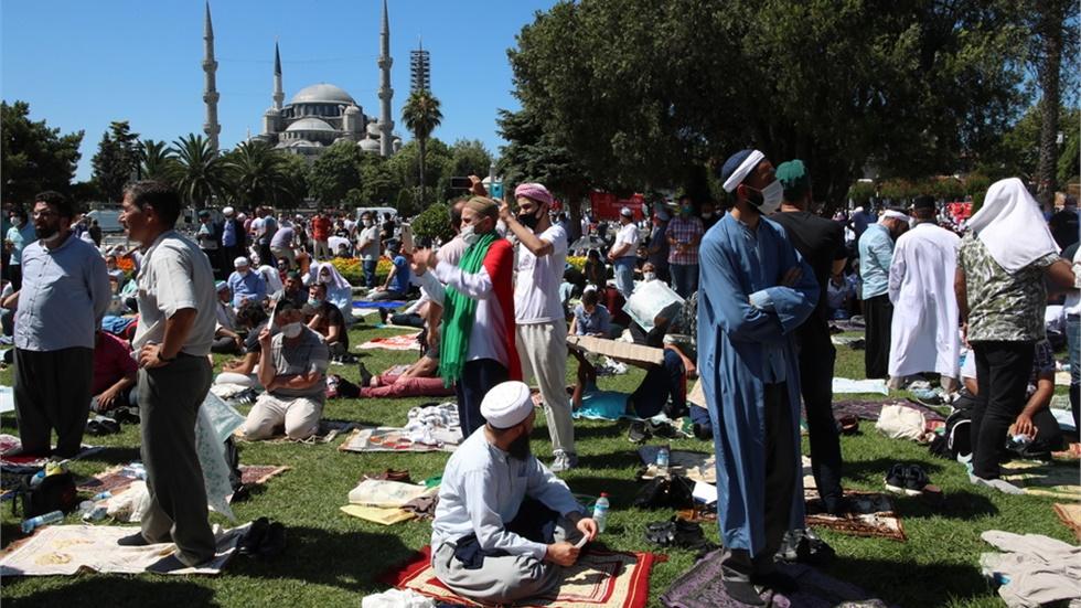 Για «εκνευριστική παράσταση του Ερντογάν», κάνει λόγο το «Der...