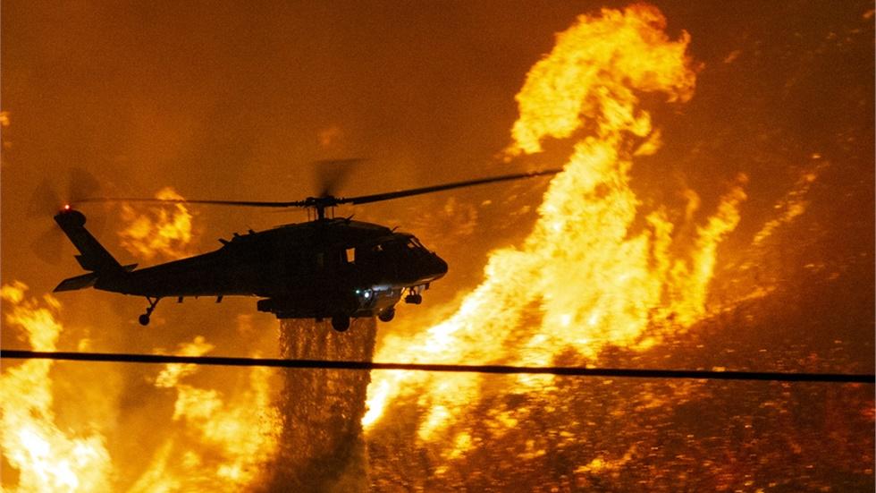 Εκκενώνονται κατοικίες στην Καλιφόρνια λόγω γιγαντιαίας πυρκαγιάς