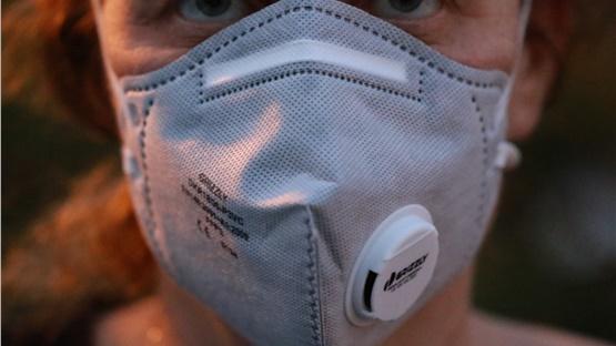 Οι μάσκες με βαλβίδα δεν εμποδίζουν την εξάπλωση του κορωνοϊού...
