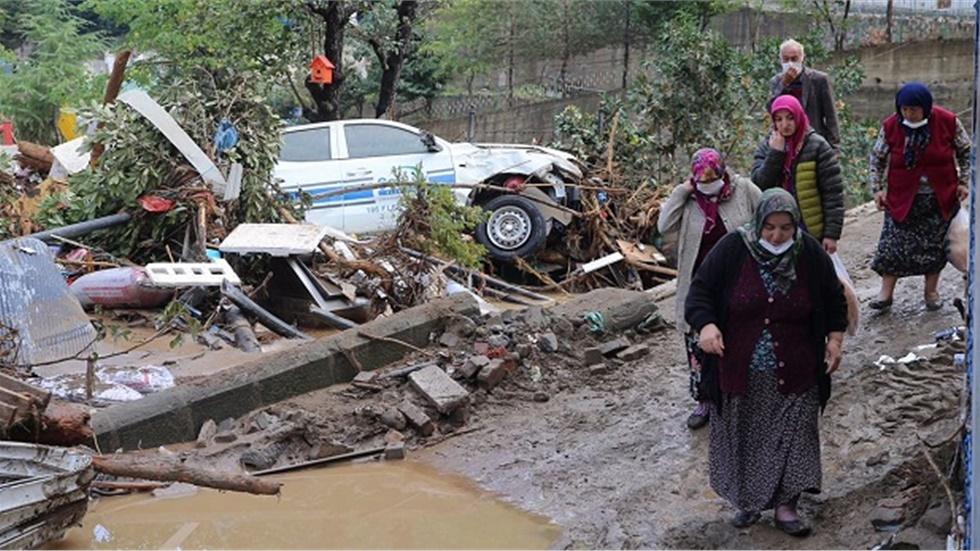 Πέντε νεκροί και 12 αγνοούμενοι από ξαφνικές πλημμύρες στην Κερασούντα