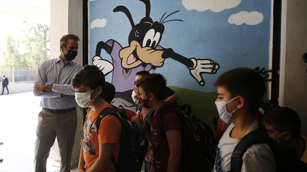 Πρώτο κουδούνι σήμερα για τα σχολεία της χώρας - Με μάσκες και...