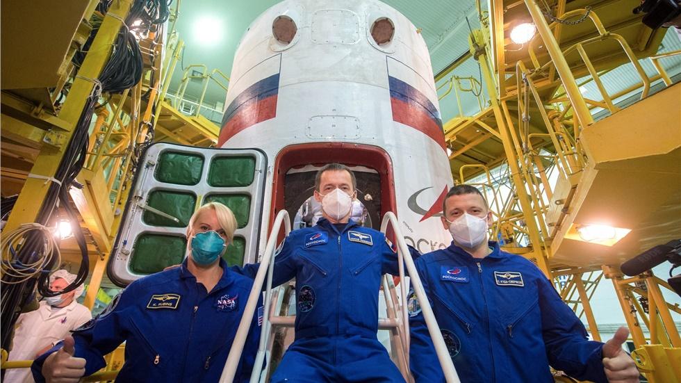 Δύο Ρώσοι και μια Αμερικανίδα απογειώθηκαν με πύραυλο Σογιούζ...