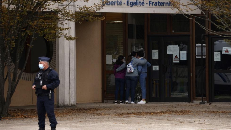 Γαλλία: Επιβεβαιώθηκε η ταυτότητα του δράστη της δολοφονίας του καθηγητή ιστορίας - Πέντε ακόμη συλλήψεις