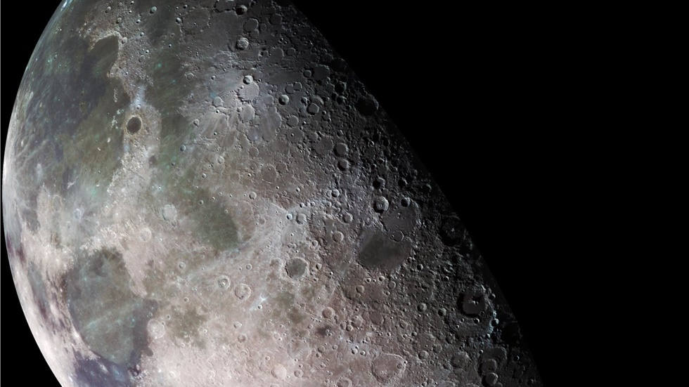 NASA: Ανιχνεύθηκε «χωρίς καμιά αμφιβολία»  νερό στη Σελήνη