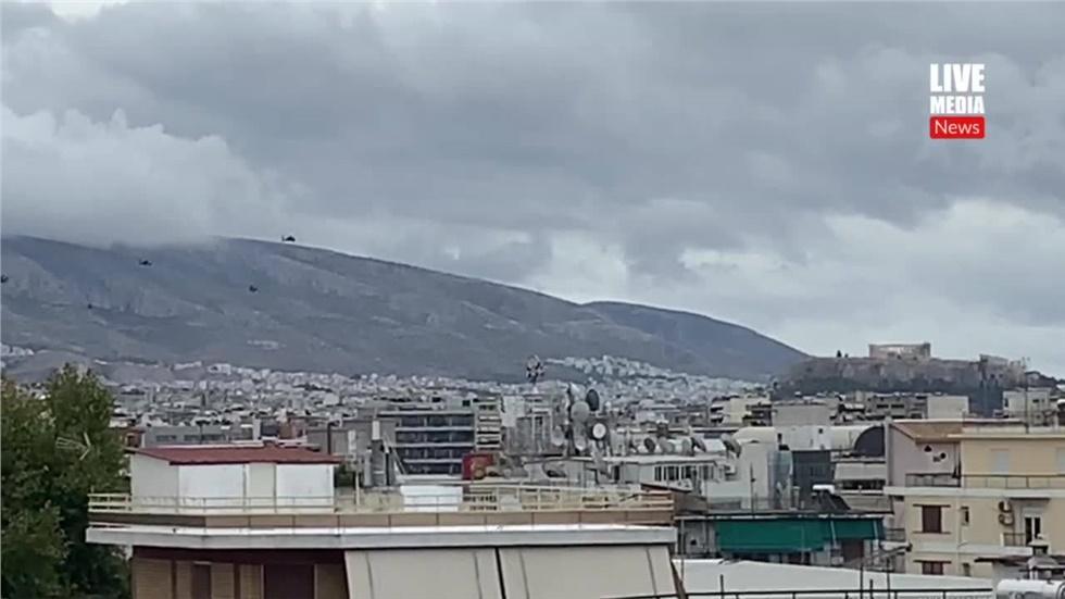 Ελικόπτερα στον αττικό  ουρανό. Χρόνια πολλά Ελλάδα