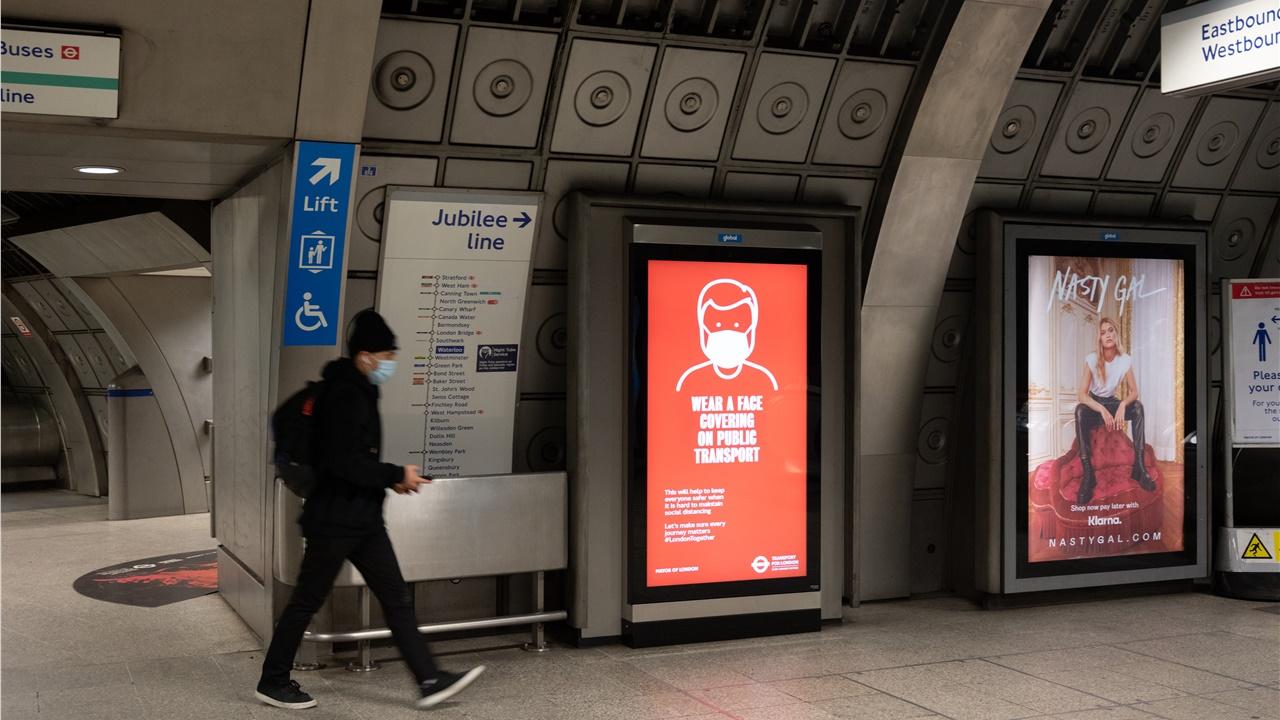 Φωτογραφίες: Στο μετρό του Λονδίνου εν μέσω πανδημίας