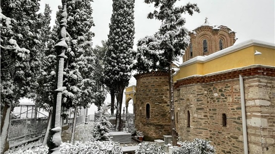Στα λευκά ντύθηκε η Θεσσαλονίκη - Δείτε φωτογραφίες και βίντεο