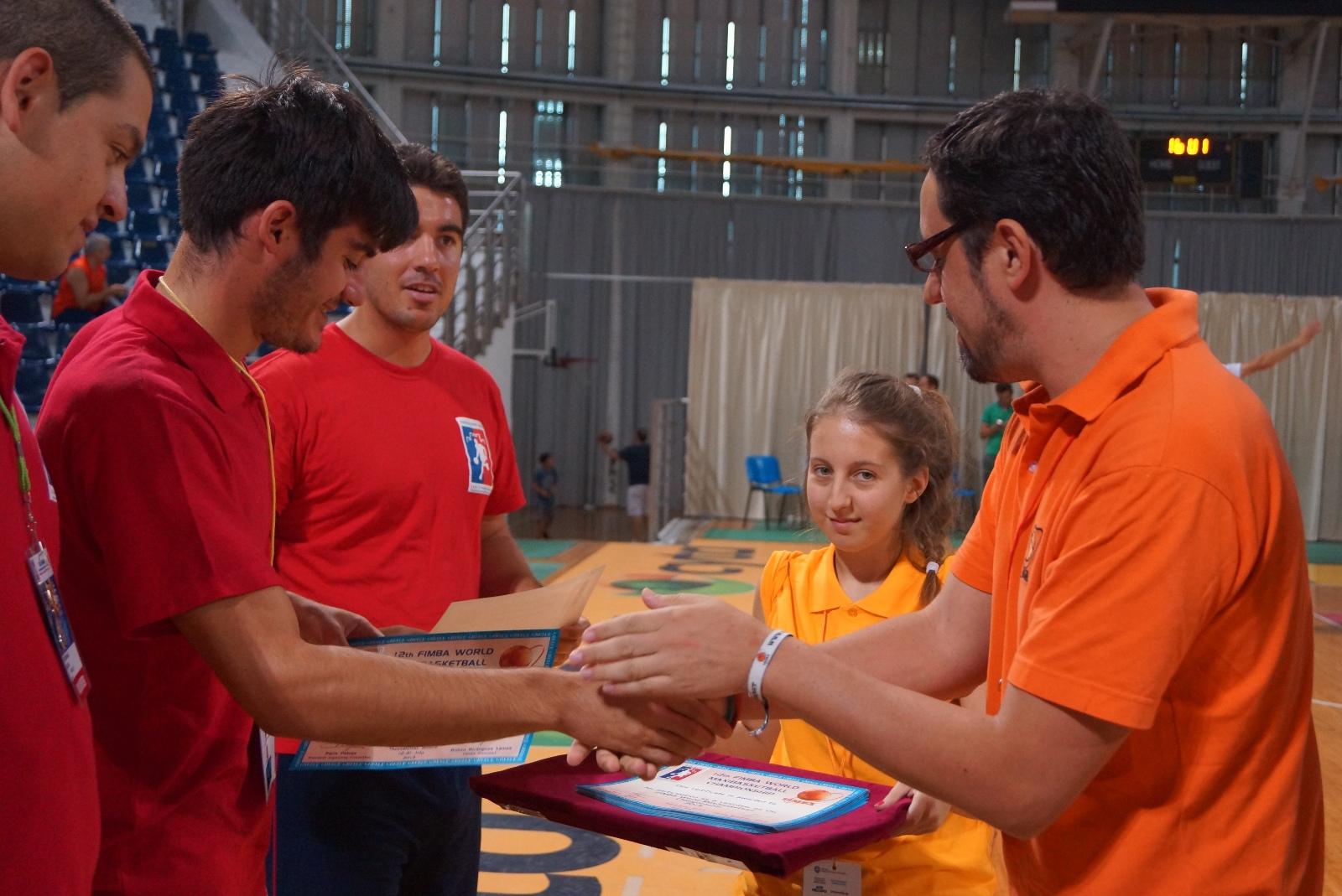 Fimba thanks the volunteers